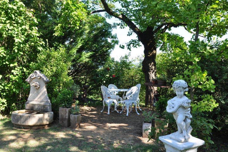 Décoration de jardin : misez sur les statues et les ...